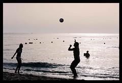 Giochi e Movimenti (giallickr) Tags: sea summer beach ball sara tramonto mare play estate romano movimento riflessi spiaggia movements controluce giochi palla pallavolo betterthangood giallickr