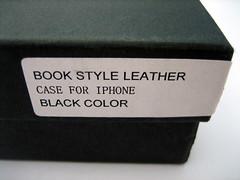 De case wordt geleverd in een stevige kartonnen doos.