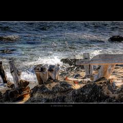 MADERA Y MAR (Cosmika Video) Tags: wood sea espaa beach water port spain agua nikon wave arena d200 formentera roca ola questfortherest outstandingshots anawesomeshot aplusphoto canallaprojectcom