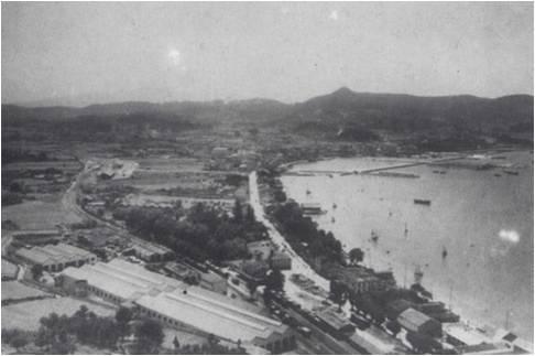 Panorámica do porto nos anos cincuenta.