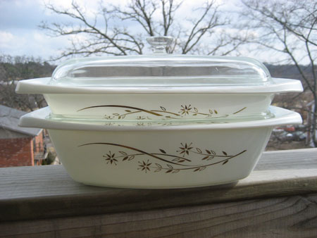 Pyrex Golden Honeysuckle Set