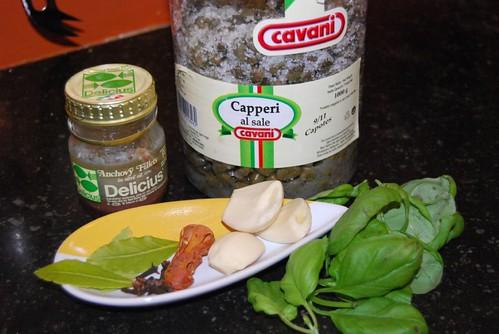 kappertjes, kruiden en ansjovis