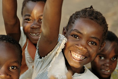 Happiness - Kawaza village - Zambia (PascalBo) Tags: africa boy portrait people girl smile face kid nikon child d70 enfant fille sourire zambia visage garçon kunda afrique southernafrica eastafrica zambie 123faves kawaza afriqueaustrale afriquedelest lpsmiles pascalboegli