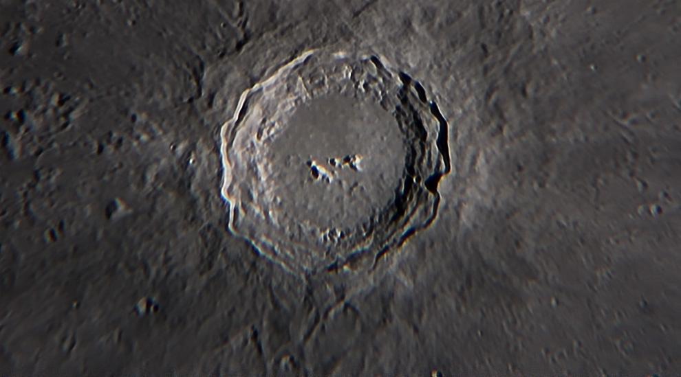 El cráter Copérnico es un cráter producido por el impacto de un meteorito ubicado al noreste del centro de la cara visible de la Luna en el Mare Insularum, este se puede observar con la ayuda de binoculares. Su diámetro es de 93 km y una Profundidad de 3.8 km. (Rodrigo Ríos - Zanjita, Paraguay)