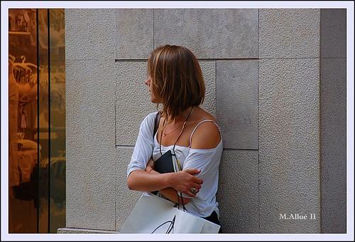 Esperando by Miguel Allué Aguilar