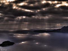 It's raining light, Hallelujah! (Paco CT) Tags: light sea luz water clouds landscape mar spain agua bravo paisaje olympus nubes mallorca soe hdr 2007 formentor e500 naturesfinest 3xp supershot magicdonkey outstandingshots flickrsbest shieldofexcellence impressedbeauty ltytr2 ltytr1 ltytr3 ltytr4 ltytr5 ltytr6 superbmasterpiece goldenphotographer pacoct