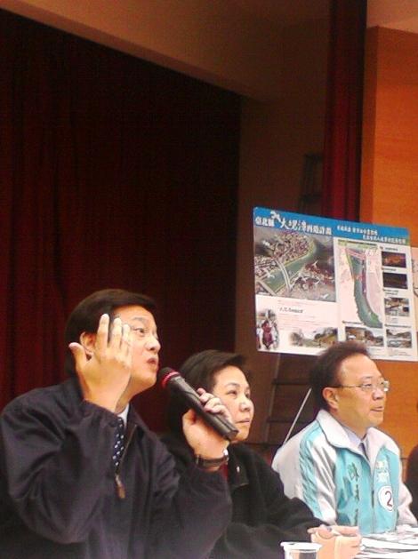 周錫瑋強調行水區依法不能居住,所以溪州部落必須要拆遷。