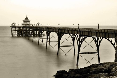 Clevedon Pier picture by Flickr user me'nthedogs