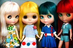 4 girls (r e n a t a) Tags: red white verde green yellow branco canon doll vermelho plastic explore amarelo blythe  boneca comparison takara plstico cinemaprincess cuteandcurious seenonexplore rebelxti darlingdiva princessalamode