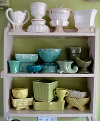 favorite vintage pottery (On Bradstreet) Tags: home vintage interiors planters interior cottage shelf collection thrift decorating pottery decorate collectable urns mccoy shabbychic greenwalls whitepottery homeinteriors explored cornerofmyhome greenpottery oldorchardbeachmaine vintageplanters pinkshelf aquapottery chartreusepottery seafoampottery olivepottery vintageurns oldmotelshelf shelffrombeachmotel mccoypotterycollection