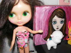 My $5 Blythe Shows off a Painting