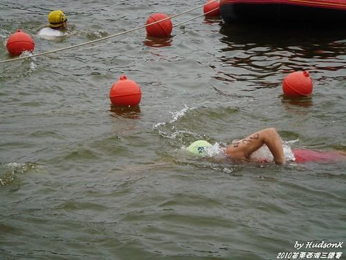 努力往前游