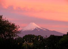 The Perfect Volcano (Rod Chile) Tags: chile volcano 420 explore 198 262 osorno volcn 484 25faves regindeloslagos ptofonck