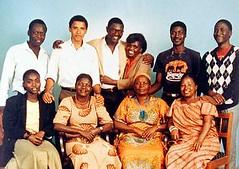 Obama con su familia keniana