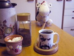Day 99 - The Great Coffee Caper (Shaun_Sheep) Tags: sheep sugar shaun coffeemug sundaymorning tuco easysunday project365 stoutstick thegreatcoffeecaper coffeemakesmesuperfast andabithyper elstickogrande coffeedrinkersanonymous
