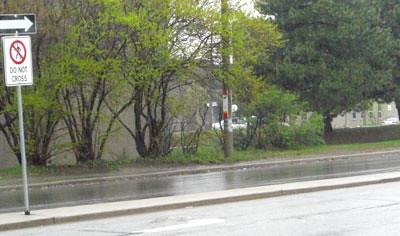 Transit stop, no sidewalk