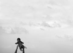 upalalá (quino para los amigos) Tags: family baby cute love up familia clouds ball mexico fun rugby mark amor father line bebé cielo nubes minimalism bola padre pelota arriba minimalista cariño divertirse tirarlo alamarchanta