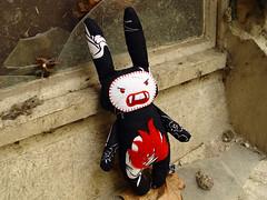 Killer-Monster-Bunny Godu (revoluzzza) Tags: blackandwhite baby flower berlin rabbit bunny monster angel easter toy design kid doll child embroidery vampire zombie birth devil stitching ostern stitchery lapin hase handcraft petit puppe hschen monstre vampir poupe stofftier broderie revoluzzza sapbunnies