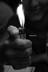Recadinho (Erika Caroline) Tags: branco preto e erika fogo mão skub karina isqueiro recadinho erikacaroline