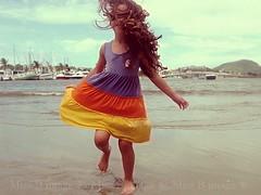 05 years old (missbodart) Tags: praia cores diversão missb alegria criança pulo brincando