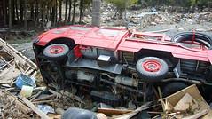 石巻再訪:消防車が横倒しに