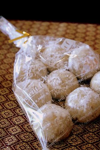 pumpkin truffles, pecan balls 014