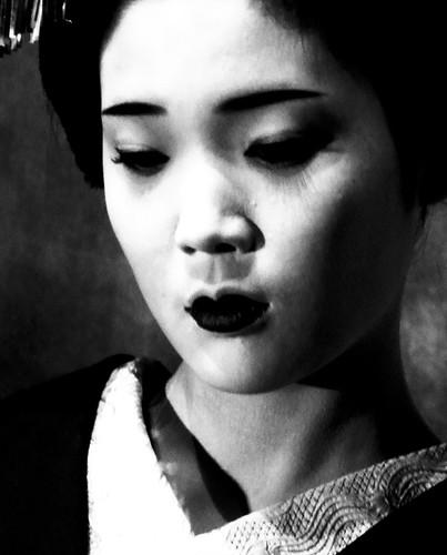 フリー画像| 人物写真| 女性ポートレイト| アジア女性| 日本人| 舞妓/芸者| 着物| モノクロ写真|    フリー素材|