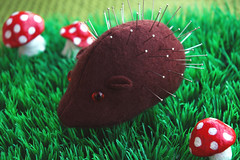 Hedgehog pincushion (::smyii::) Tags: cute mushroom grass mushrooms diy handmade felt pins kawaii pincushion hedghehog