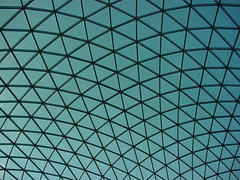 Unique in Series, London (Detlef Schobert) Tags: uk blue roof england sky black london glass museum architecture triangles court pattern unique steel great shell lord foster series british cloudless britishmuseum curved glassroof greatcourt lattice lordfoster buro tesselated happold burohappold uniqueinseries