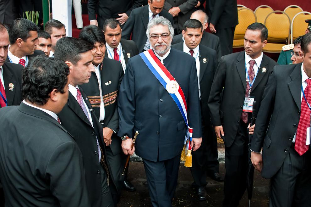 Los Presidentes Evo Morales y Fernando Lugo luego de presenciar el desfile saludaron al público y abandonaron la sede para dirigirse a Mburuvichá Róga donde se realizó un almuerzo con los invitados. (Elton Núñez - Asunción, Paraguay)