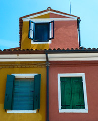 Share the same house, but not the color (Channed) Tags: venice venezia venetië burano lagune italy italia italië europe travel chantalnederstigt house color colour colours colors paint multicolored channedimages