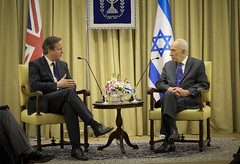 David Cameron and Shimon Peres (The Prime Minister's Office) Tags: uk london israel pm primeminister yadvashem downingstreet no10 knesset davidcameron bilateral primeministernetanyahu primeministerdavidcameron sergeantdaveroseraf