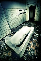 Time for therapy (Piposieske) Tags: abandoned bath decay urbanexploration psychiatrichospital bloemendaal urbex santpoort provinciaalziekenhuissantpoort