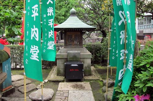 Tokyo - Asakusa: Sensō-ji - Kume-no-Heinai-do by wallyg