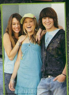 Emily Osment, Miley Cyrus and Mitchel Musso by airhead princess.