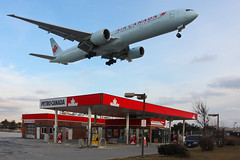 Air Canada Boeing 777 (Tom Podolec) Tags: toronto ontario canada station canon airplane airport er aircraft air airplanes aeroplane gas landing international final 23 boeing 300 dslr approach mississauga 777 runway petro pearson yyz 1635 732 torontopearsoninternationalairport allrightsreserved 40d cyyz 777333er cfitu news46 200801211537580311 thisimagemaynotbeusedinanywaywithoutpriorpermission 20062008 airportroadspotting