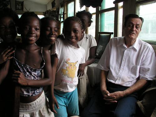 S. Tomé: Sr. Fernando Mendes e afilhadas