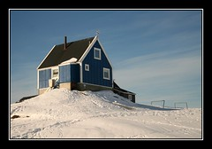 The blue house (Kiddi Einars) Tags: blue sky house snow cold greenland soe grnland sisimiut grnland