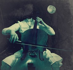 And then she played her caprice to the moon~ (anna malina) Tags: diadelosmuertos ghoststories malina violoncello selbstbildnis fujis5600