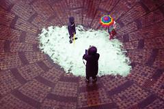 Center Snow (mrhayata) Tags: snow japan umbrella geotagged tokyo blog child    setagaya sangenjaya      mrhayata geo:lat=356441731 geo:lon=1396693928