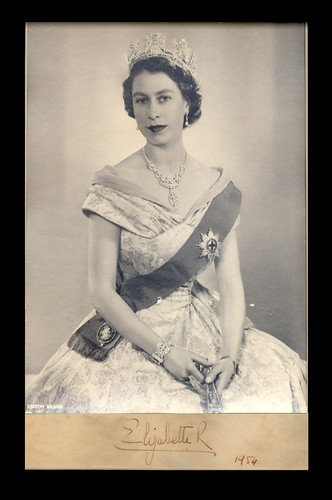 HM%20Queen%20Elizabeth%20II%20Signed%20Photo%201954
