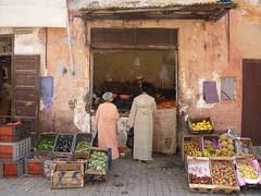 Fruttivendolo ? - Marrakech (Funky64 (www.lucarossato.com)) Tags: africa fruit strada negozio maroc buy marocco frutta mercato povert fruttivendolo marrackech buyfruit lucarossato