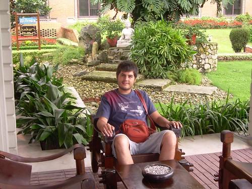 Sentado en el hotel de Kathmandú