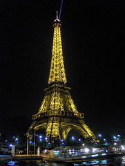 La Tour Eiffel by night. (abbietabbie) Tags: paris seine eiffeltower nighttime toureiffel xl bateauxmouches