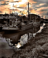 Fire-and-Water (Crazy Kernow) Tags: water creek boats kent chapeau faversham wickedawesome blueribbonwinner splittoning diamondclassphotographer simplyperfect betterthangood nikond300 goldstaraward flickrbestpics