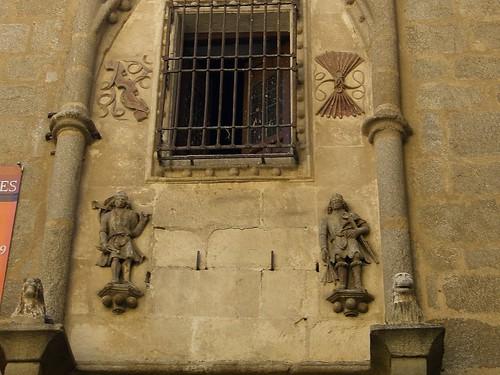 Cuadrilleros en la Fachada de la Posada de la Hermandad de Toledo