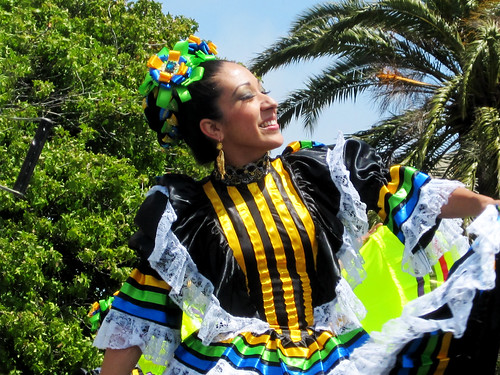 Cinco de Mayo Celebration: Folkloria Dancer
