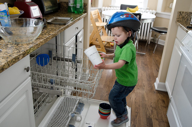 Charlie_grownup spoon and dishwasher-2