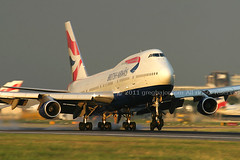 Boeing 747 British Airways (Greg Bajor) Tags: uk travel blue sunset england sky holiday london tarmac modern speed plane sunrise airplane fly flying airport wings display action dusk heathrow aircraft aviation smoke air united touch wing jet kingdom gear down aeroplane landing business journey commercial airline commuter fixed british ba boeing arrival airways baa takeoff runway atmospheric 747 airliner lhr aerospace advanced taxiing 436 egll wingslet aplusphoto gregbajor