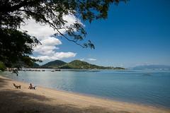 Cantinho preferido (Alessandro Gruetzmacher) Tags: praia azul brasil mar barcos areia natureza nuvens santacatarina florianpolis